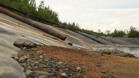 Podsyca brudną wodę przez rurociąg środowiska katastrofy środowiskowego środowiska zdjęcie wideo