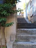 Podupadła część śródmieścia miastowi schodki iść dalszy i oddolny fotografia royalty free