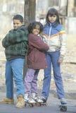 Podupadła część śródmieścia trzy dziecka obrazy royalty free