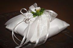 poduszka dzwoni ślubnego biel Obraz Stock