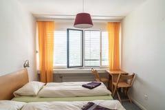 Poduszka na łóżkowym dekoracja pokoju zdjęcie stock