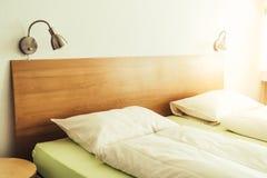 Poduszka na łóżkowym dekoracja pokoju fotografia royalty free