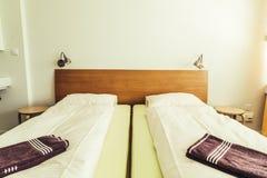 Poduszka na łóżkowym dekoracja pokoju fotografia stock