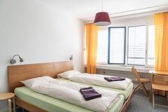 Poduszka na łóżkowym dekoracja pokoju zdjęcie royalty free