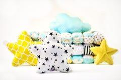 Poduszki i patchworku comforter na białym tle obraz royalty free
