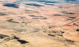 Podwójna kareciana autostrada na desenrt w Maroko, Afryka, widok z lotu ptaka Obrazy Royalty Free