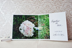 Podwójne strony ślubna albumu lub ślubu książka Obrazy Stock