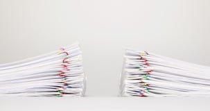 Podwójny palowy przeciążenie dokument na białym tło czasu upływie zdjęcie wideo