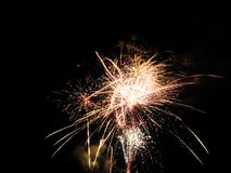 Podwórków fajerwerków finał zaświeca up nocne niebo zdjęcia royalty free