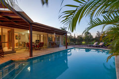 Podwórko z pływackim basenem fotografia royalty free