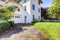 podwórza garażu domu spanish stylu biel zdjęcia royalty free