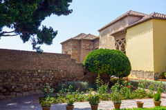 Podwórza i ogródy sławny pałac Alcazaba w M Zdjęcie Stock