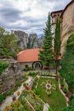 Podwórze Święty monaster Rousanou w Grecja zdjęcia royalty free