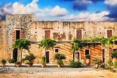 Podwórze Arkadi monaster Moni Arkadhiou na Crete wyspie zdjęcie royalty free