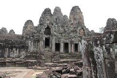 Podwórze Bayon świątynia, Angkor, Kambodża obrazy stock