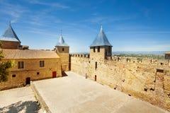 Podwórze górska chata Comtal przy antycznym Carcassonne obraz royalty free