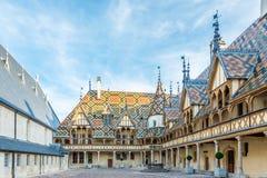Podwórze hospicjumy de Beaune Obrazy Royalty Free