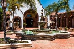 Podwórze i fontanna przy Adobe Guadalupe austerią i wytwórnią win fotografia royalty free