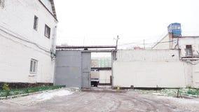 Podwórze i terytorium więzienna kolonia, więzienia w zimie w Rosja zbiory