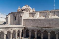 Podwórze losu angeles Compania kościół w Arequipa obrazy royalty free