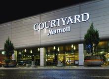 Podwórze Marriott hotelem przy Chopinowskim lotniskiem międzynarodowym zdjęcie stock