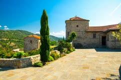 Podwórze Meteorów monasterów Święta trójca, Kalabaka, Grecja fotografia royalty free
