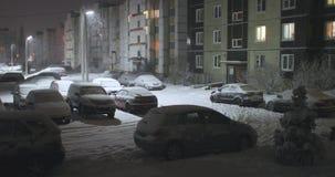 Podwórze miasto w zimie przy nocą zdjęcie wideo