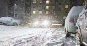 Podwórze miasto w zimie przy nocą zbiory wideo