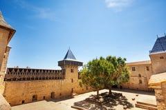Podwórze obliczenie kasztel w Carcassonne zdjęcia royalty free