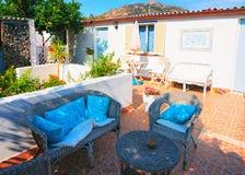 Podwórze ogród w domu na Costa Smeralda Sardinia zdjęcia stock