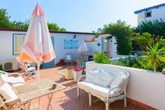 Podwórze ogród w domu przy Costa Smeralda Sardinia fotografia royalty free