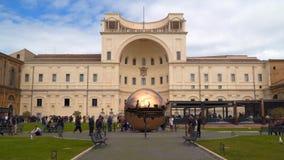 Podwórze przy Watykańskim muzeum zbiory