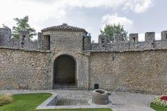 Podwórze Rocca lub Guaita, San Marino najpierw góruje Zdjęcie Stock