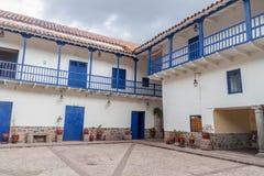 Podwórze stary kolonisty dom w Cuzco zdjęcia stock