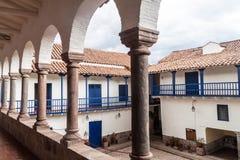 Podwórze stary kolonisty dom w Cuzco fotografia stock