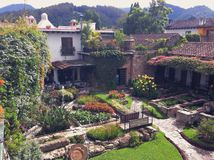 Podwórze w Hiszpańskim stylowym hotelu w Antigua, Gwatemala Fotografia Stock