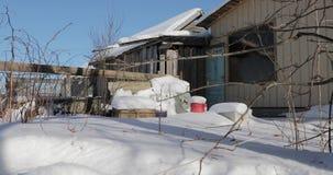 Podwórze w wiosce w zimie zbiory wideo