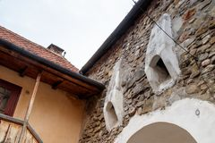 Podwórze Warowny Kościelny Prejmer w Prejmer mieście w Rumunia zdjęcia stock