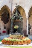 Podwórze z well sanktuarium święty Antonio od Padua fotografia royalty free