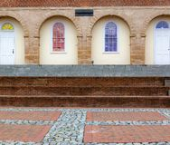Podwórze za starym gmachem sądu z Caroline Uliczny Fredericksburg Virginia zdjęcia stock
