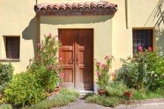 podwórzowego drzwiowego Italy roddi mały drewniany Obraz Stock