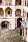 Podwórze grodowe arkady Pieskowa Skala, średniowieczny budynek blisko Krakow, Polska Obraz Royalty Free