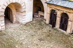 Podwórze grodowe arkady Pieskowa Skala, średniowieczny budynek blisko Krakow, Polska Zdjęcia Stock