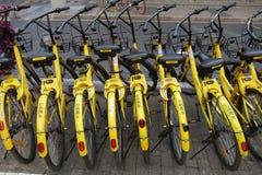 Podzieleni rowery na stronie droga Obrazy Stock