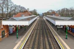 Podziemne linie kolejowe biega przez Barkingside staci Obrazy Stock