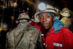 Podziemni platyna chromu górnicy musztruje wybuch dziury obrazy stock