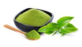 Poeder groene thee en groen theeblad Stock Afbeeldingen