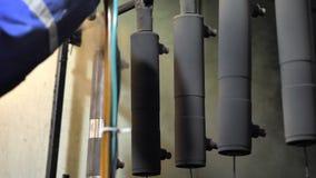Poederdeklaag van metaaldelen stock video