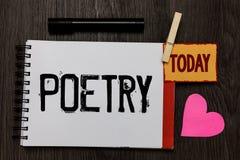 Poesía del texto de la escritura de la palabra El concepto del negocio para la expresión del trabajo literario de las ideas de la imagen de archivo libre de regalías