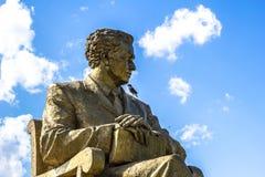 Poeta Oybek do Uzbeque do monumento fotografia de stock royalty free